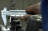 顶级工匠肉眼挑战比发丝还细1000倍的精度