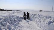 大雪袭击新疆致1500余名旅客被困 已安全转移