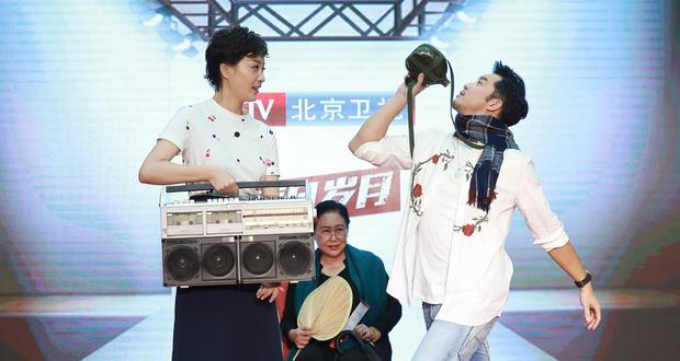 """沙溢  徐梵溪领衔上演即兴""""年代走秀"""""""