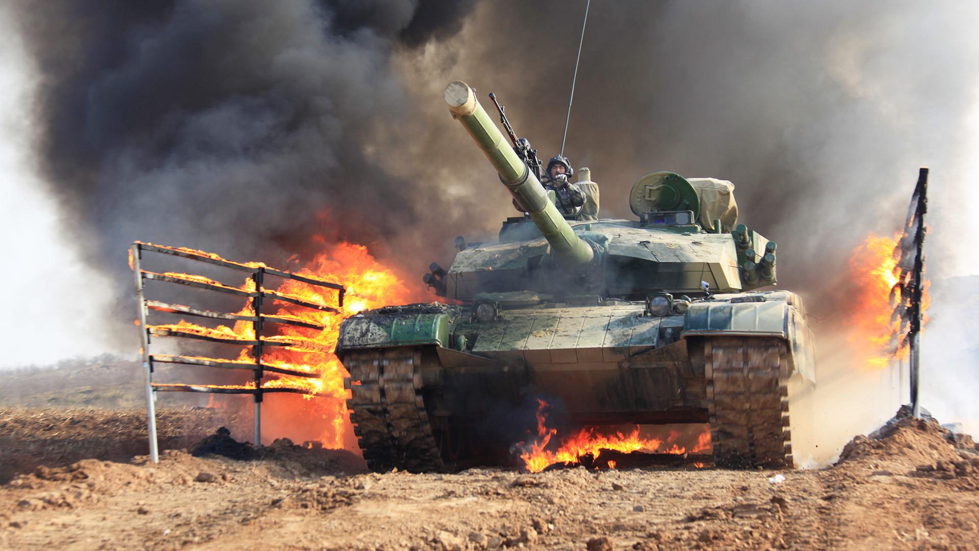 军旗飘扬90载 走进陆军坦克装甲部队