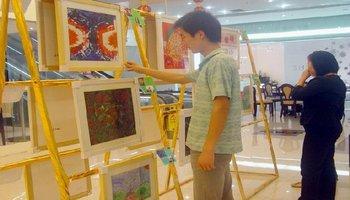 (图)特殊儿童画展图片