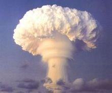 原子弹爆炸所产生的蘑菇云