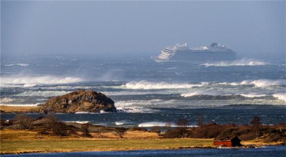挪威一邮轮遭遇引擎故障 逾千人等待救援