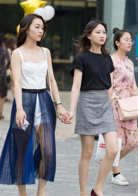 街拍:美若天仙的小姐姐,仙女般的气质,靓丽又迷人