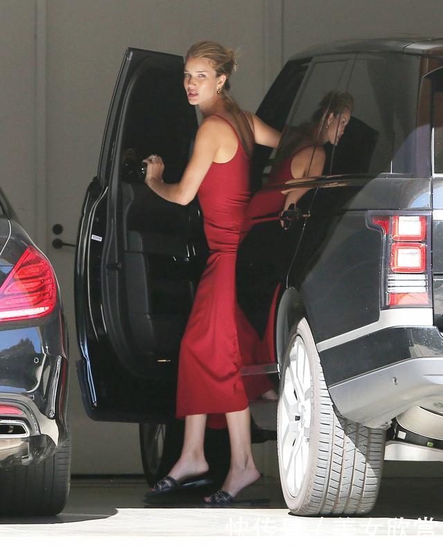 杰森·斯坦森和老婆罗茜现身洛杉矶街头