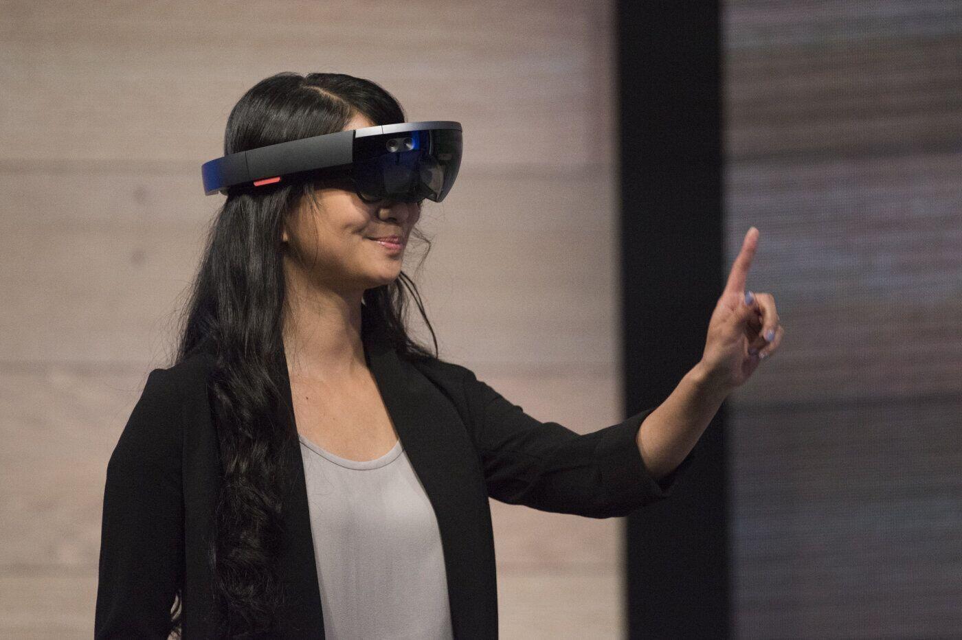 微软HoloLens酷炫无比