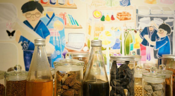 香港染乐工房:从剩菜中提炼色彩的奇妙作坊