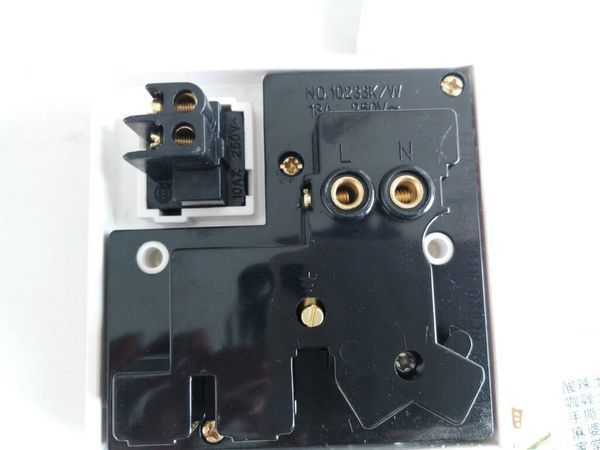 美加顺1开8孔插座,开关控制插座怎么接线