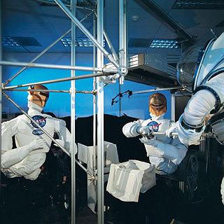 """机器人定于11月3日跟随美国""""发现""""号航天飞机前往"""