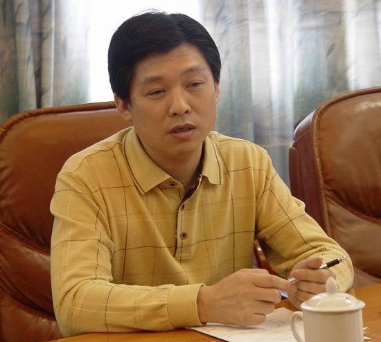 贺家铁,男,汉族,1961年10月出生,湖南澧县人,1983年3月加入中国