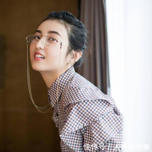 张子枫是什么神仙颜值童年照神似芭比娃娃,难怪被称国民妹妹