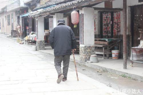 年底退休的人和上半年退休的人,退休金上有待遇差别吗?