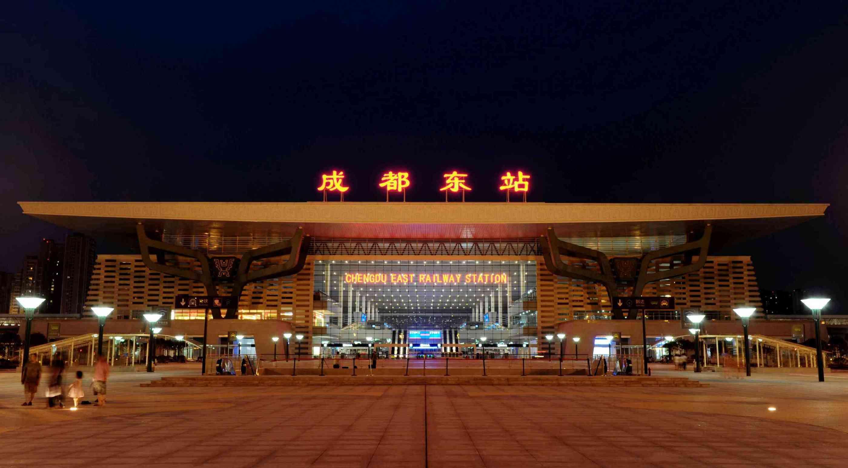 成都东站离市区多远