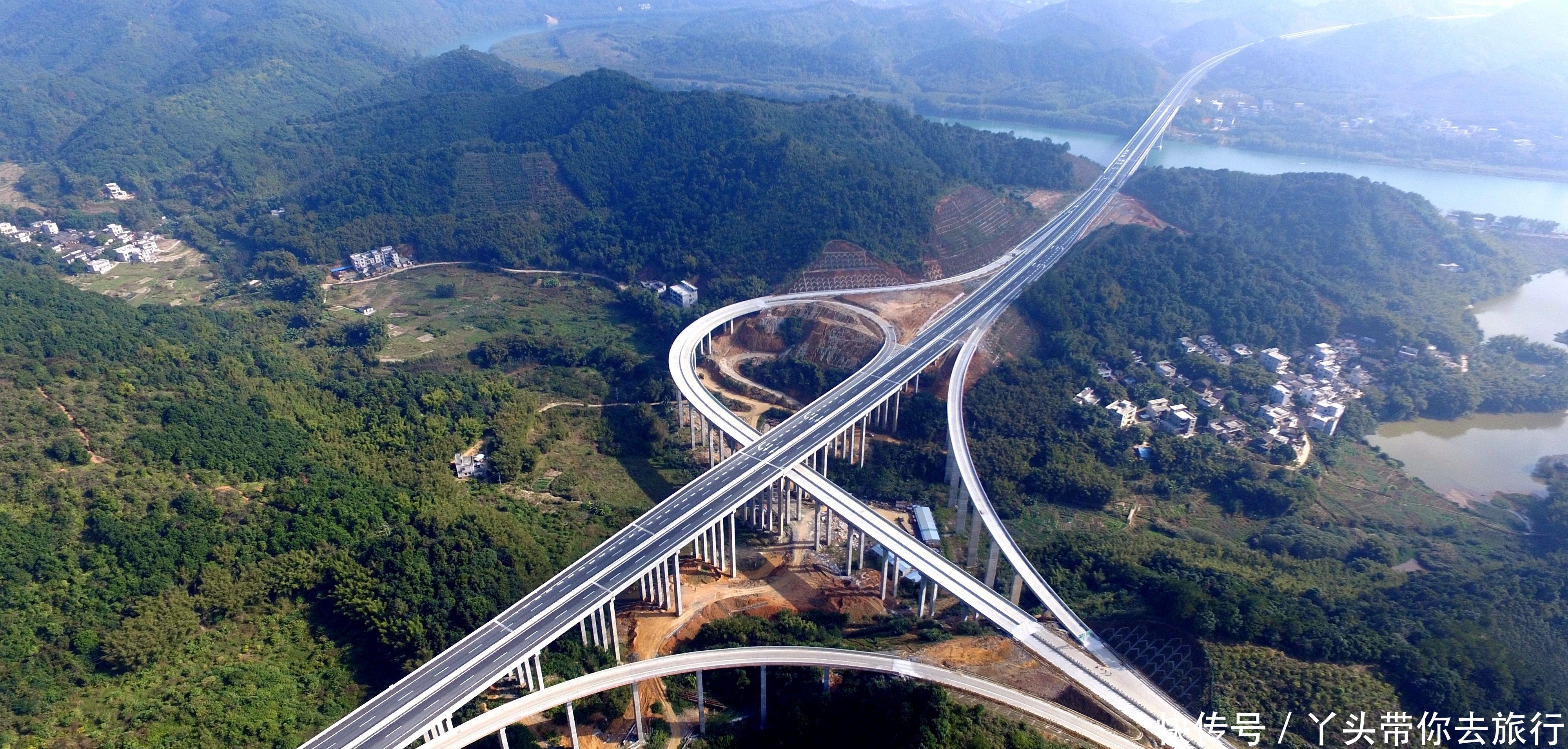 湖北在建一条高速公路与重庆对接