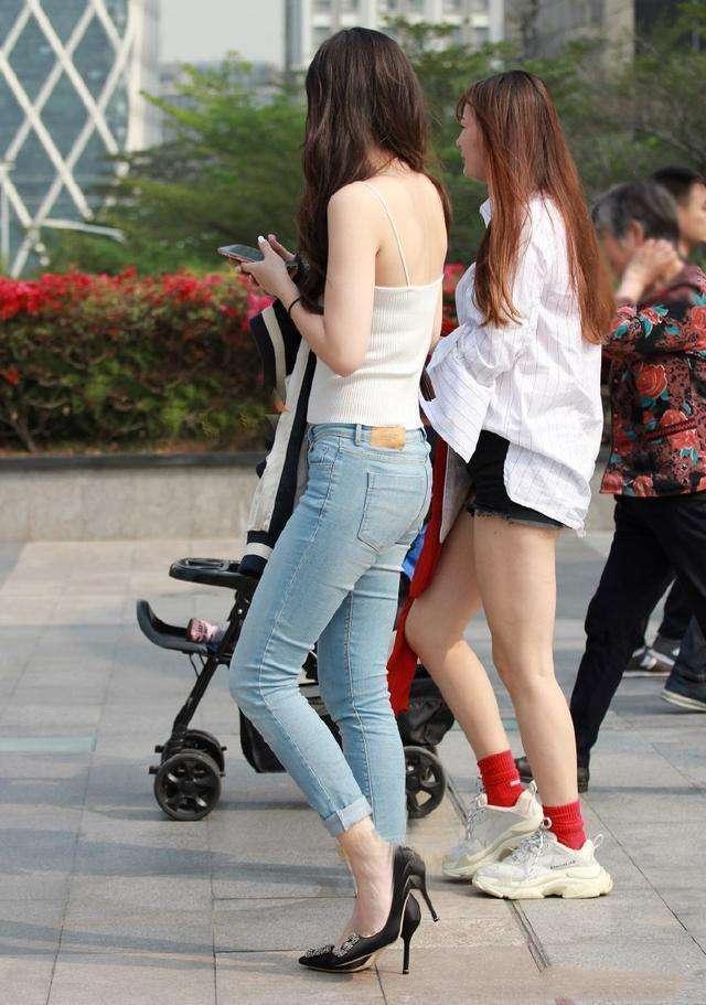 有气质的长腿白姐姐小仙女,a姐姐搭配,这发型也做个皮肤烫发型图片