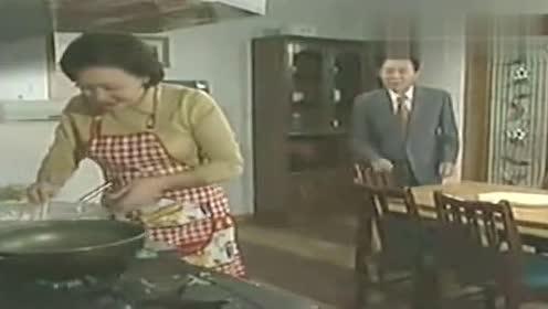 看了又看:妈妈给银珠炸野菜丸子,准女婿来蹭饭,她乐得笑开花