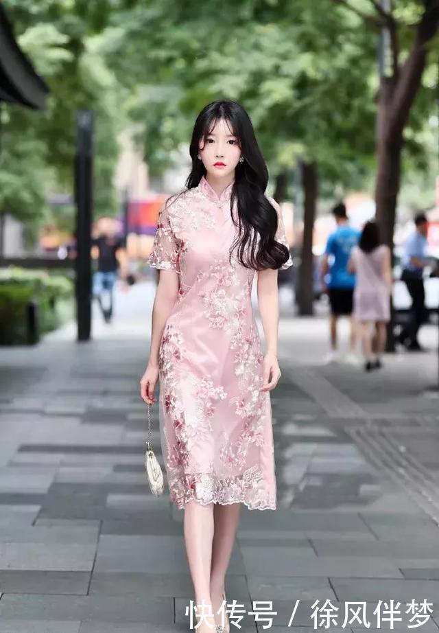 女性穿上高跟鞋,时髦高级又减龄
