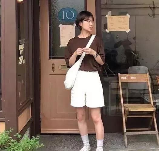 155cm女生夏季穿搭指南,小个子选对这几件单品,显高10cm不止