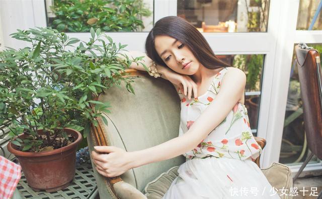 """35岁混血儿郭碧婷,身穿深V蓝亮片裙亮相,""""幸福肥""""不止20斤吧"""