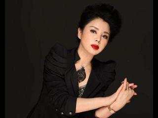 合作张丰毅走红,3次搭档李幼斌,早年婚姻的失败并未阻止其成功