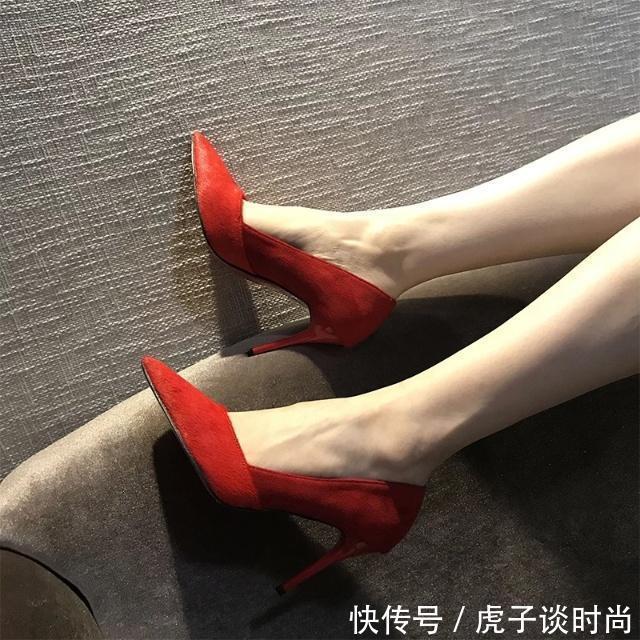 文雅又布满时尚魅力,尖头细跟鞋是潮水的前沿