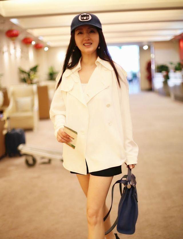 杨钰莹放开了穿!短裤几乎比上衣还要短,看到腿我瞬间闭嘴了!插图(4)
