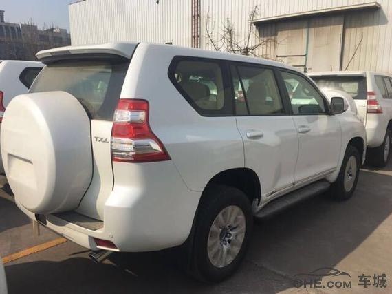2017款丰田霸道2700低配报价35万 越野迷首超值