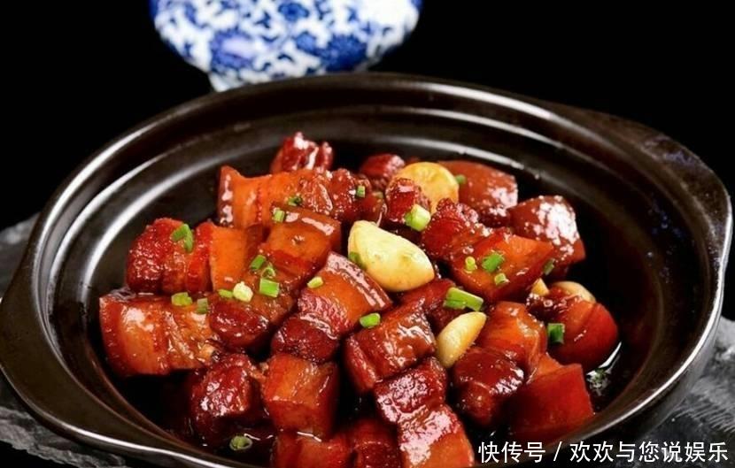自制红烧肉红润油亮,配米饭吃肉香十足,味道一点都不腻