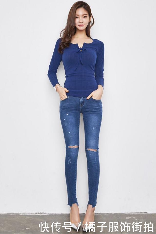 牛仔裤情趣,突出纤细的小蛮腰,展示女友的完美带买女人美女到店内衣图片