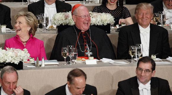 希拉里特朗普出席晚宴再过招 气氛尴尬