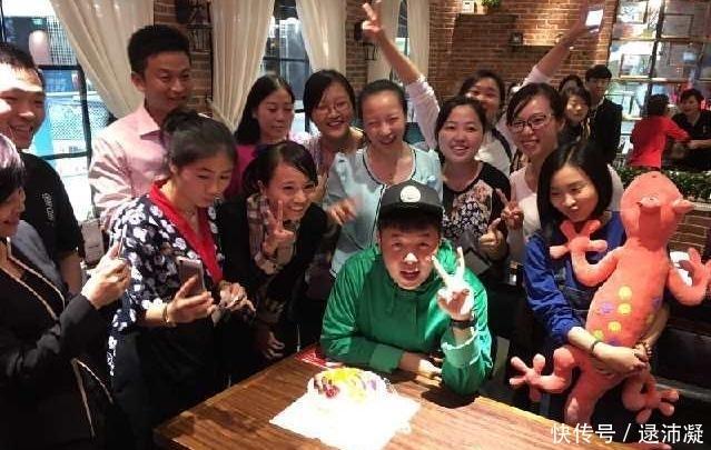 """杜海涛的自助餐厅差评如潮,65元一位,但进去却是满满的""""套路"""""""