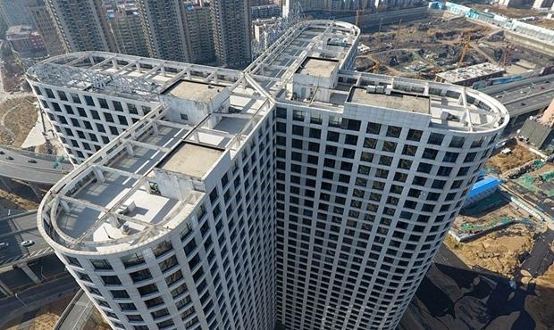 """郑州一大楼酷似""""蝴蝶"""" 3000余窗户密集缀满楼体"""