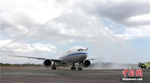 中国与巴拿马之间首条直飞航线正式开通