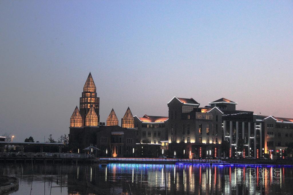 铜陵北站(在建),新钟鸣站(在建)三座客运火车站,是皖中南交通枢纽城市