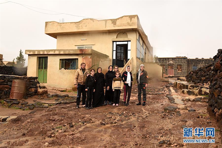 访遭极端组织武装分子袭击的叙利亚村庄