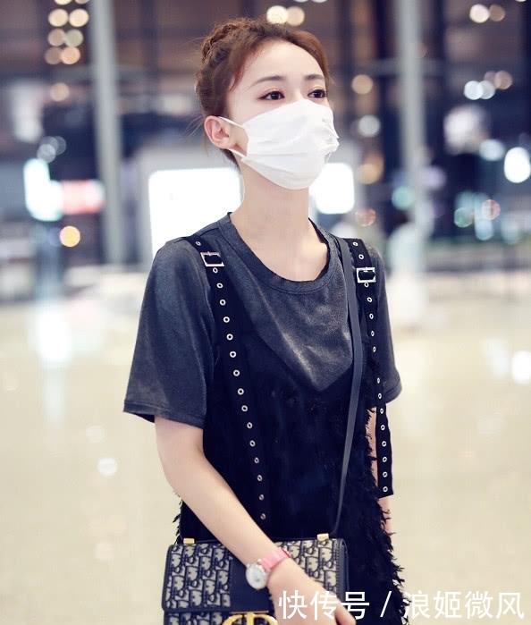 吴谨言身穿灰色T恤外搭黑色羽毛薄纱长裙 气质和魅力展现到极致插图(11)