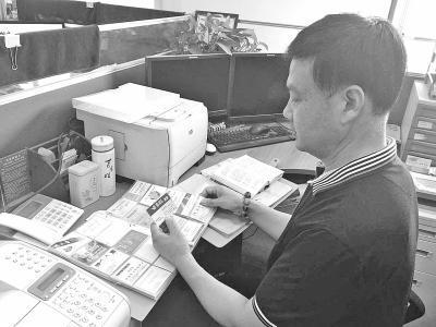 男子收集1500余罕见姓氏 有人姓东、南、西、北 - 钟儿丫 - 响铃垭人