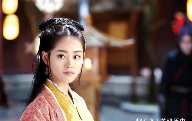 <b>她跟随主子远嫁他乡,丈夫当上皇帝却封她为皇后,主子只是妃</b>