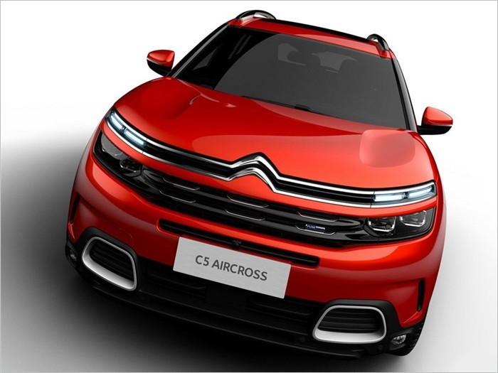外观方面,基于雪铁龙aircross概念车打造,c5 aircross(天逸)整体造型