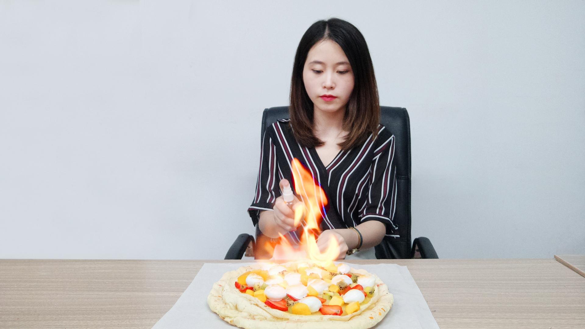 办公室小野火烧榴莲披萨,外焦内韧,比肩必胜客