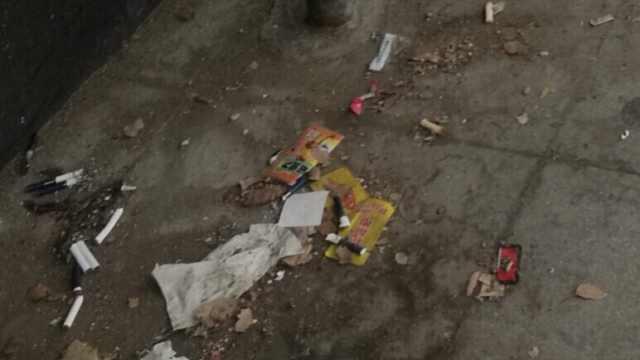南昌公交BRT朱桥东路口站垃圾满地