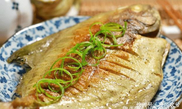 """老师傅:不管煎什么鱼,多加这一样""""东西"""",鱼皮酥香不破还入味"""