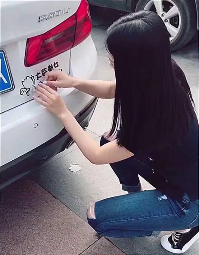 汽车 正文  前段时间有一位女子省吃俭用买下了一台二手的宝马五系,而