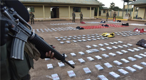 玻利维亚当局查获走私毒品 重582公斤