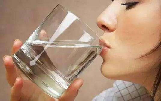 喝白开水的好处多多,但是白喝水这样喝却能喝出癌症!