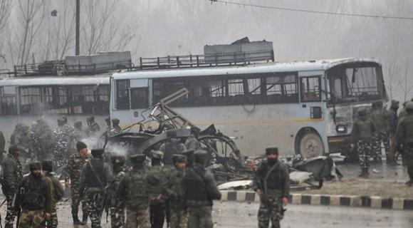 印度警察车辆遭恐袭 已致数十人死亡