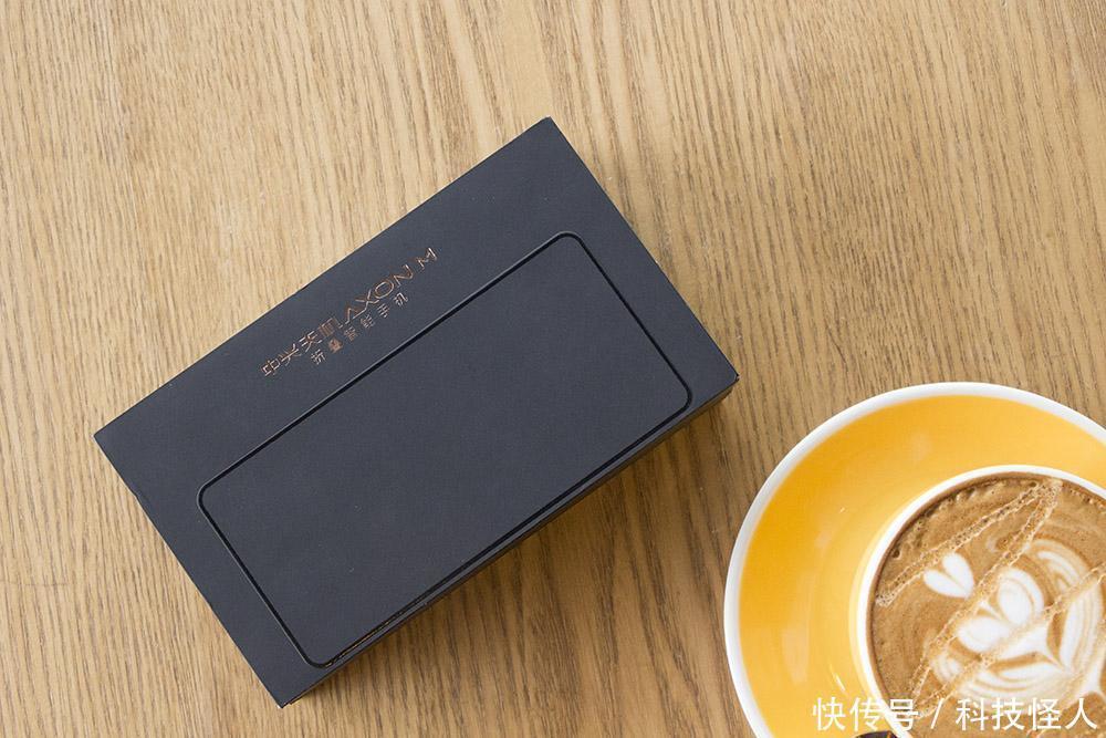 全球首款折叠双屏手机现世, 连苹果 华为 小米