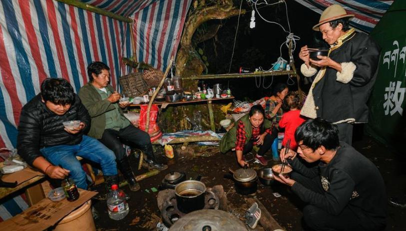 西藏墨脱妥善安置雅江堰塞湖受灾群众