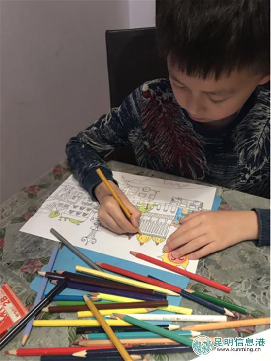 昆明公交十六车队职工子女拿起画笔画文明百度热搜榜