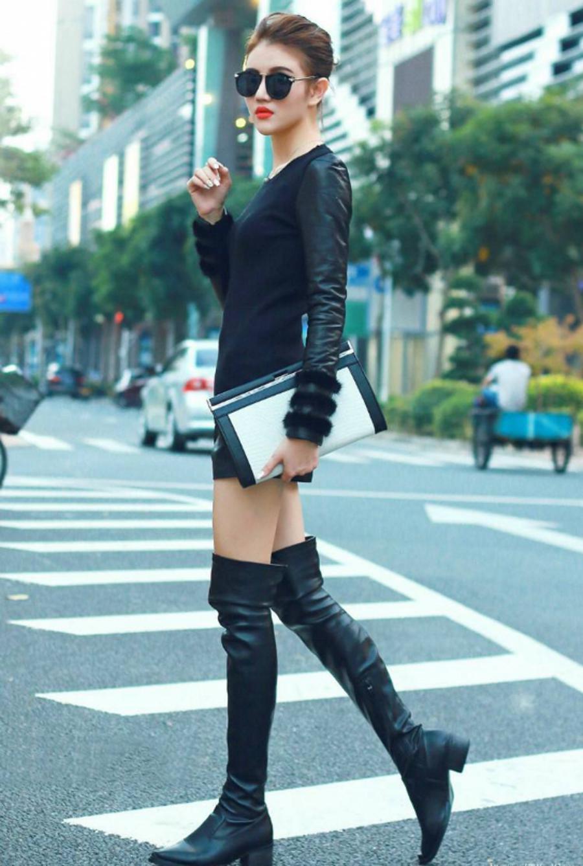 街拍:蓝色极品穿美女大街的一身,旗袍下露出的与完整旗袍美女图片